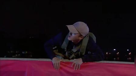 《我是特种兵》何晨光饿坏了看到大串就吃,不料兜里没揣钱这回悲剧了!