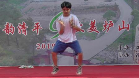 中国·贵州炉山6·19石仙山爬坡节-苗族小伙个人舞