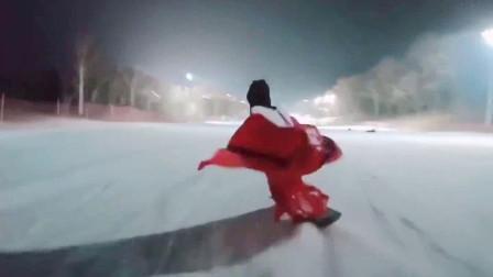 最近突然火的《下山》太好听了,搭配上汉服小姐姐滑雪,太迷人了!
