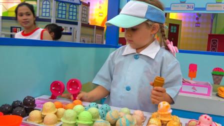萌娃小可爱来到了儿童乐园只做了好多的小蛋糕啊,她能吃的完吗?
