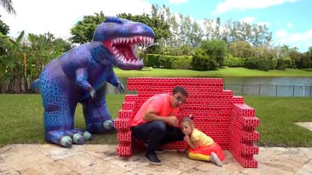 萌娃小萝莉和爸爸在家做什么游戏呢,为何会有玩具恐龙跟着他们呢,咋回事?