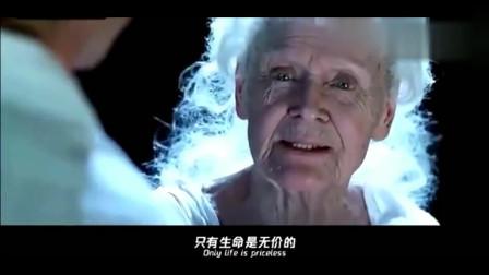 泰坦尼克号中经典一幕,老年露丝把钻石扔向大海,与杰克长眠