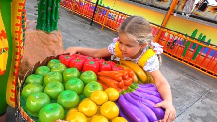 萌娃小可爱来到了有趣的地方,小家伙发现了好多的水果啊,她能吃的完吗?