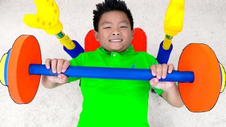 哇塞!萌宝小正太为何要去健身房健身呢?趣味玩具故事