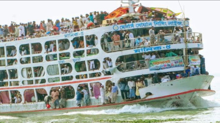 原本以为印度火车开挂,看完他们乘坐轮船后,才知道是我没见识了