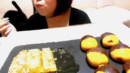小姐姐今天的早餐是蜂巢蜜搭配香蕉小蛋糕,感觉很有营养呀