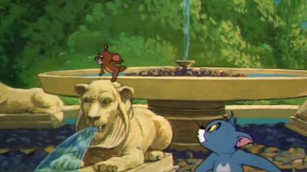 猫和老鼠:汤姆追赶杰瑞,就在即将得逞之际,汤姆却遭神秘人秒杀