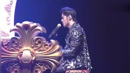 张学友、陈奕迅偷偷去看周杰伦演唱会被抓包,现场歌迷尖叫不断