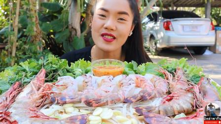 美女吃播:罕见的巨大虎虾,吃起来太过瘾了