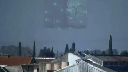 小镇上空出现立方体UFO,网友看完一脸问号!