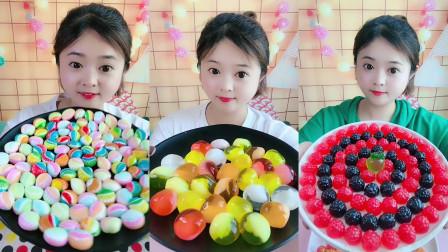 美女试吃巧克力和好吃的果冻,口味任选,你们想吃吗?