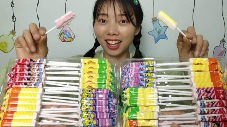 """美食拆箱:小姐姐吃""""多味水果棒棒糖"""",果味小奶棒,香甜超浓郁"""