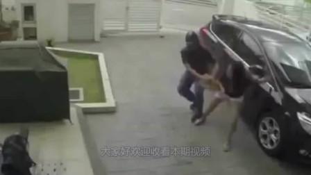 女子刚刚到家,一男冲进来欲行不轨,她拼力反抗!