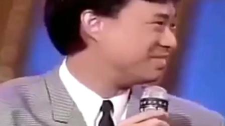 胡瓜调侃张菲的儿子长得像费玉清,张菲从台下冲了上去,真逗
