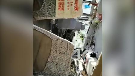 官方通报:湖南旅游客车侧翻事故已致3死20伤 司机已被控制