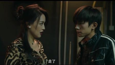 易烊千玺舒淇合作最美表演《痛打自己的告密者》,千玺演技在线