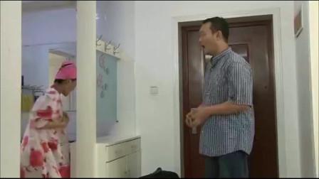 小伙直接进去,结果少妇刚好在卫生间