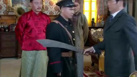 末代皇帝传奇:溥仪成了卖国贼,自己的侍卫队,都要换上日本军
