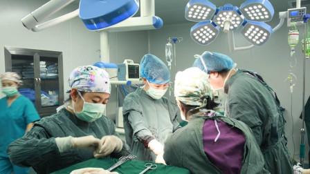 50岁高龄拼二胎,怀孕七个月提前剖腹产,打开肚子医生吓住了