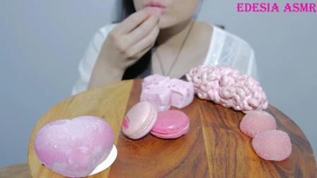 韩国吃播美女,吃粉红色少女心的马卡龙点心,大口吃,好过瘾