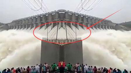 大坝轰塌有多恐怖?4亿吨洪水喷涌而出,3万人瞬间被吞噬