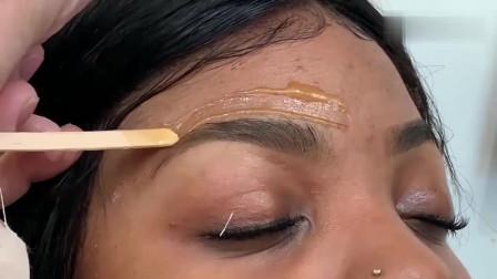 女子尝试这样修眉方式,涂一下再撕掉,干净还能拔掉黑头