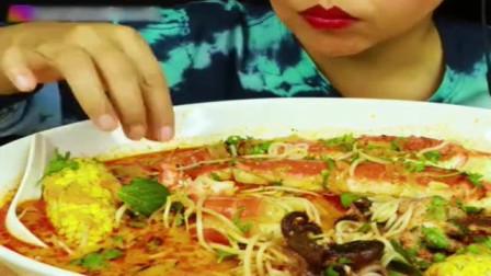 美女吃播:海鲜煮+红咖喱汤汁,这吃法你尝试过吗?