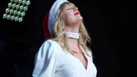 霉霉戴圣诞帽全球首演新单Christmas Tree Farm !