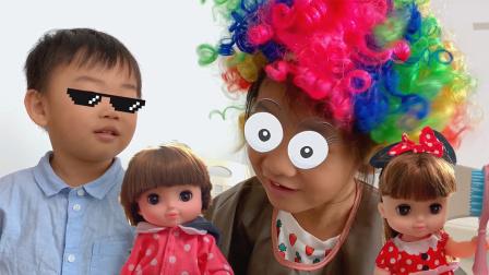 枫枫玩具 枫枫是个美发师,有套神奇理发玩具,咪露娃娃都说好
