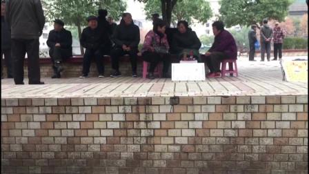 冒险偷拍邵阳社区公园成算命一条街 生意火爆2