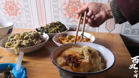 """西北甘肃美食""""馓饭"""",小娟炒配菜,腌萝卜,出锅后又劲道又好吃"""