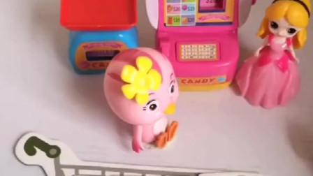 朵朵拿着零花钱来逛超市,买了大雨爱吃的苹果,还有艾琪的草莓