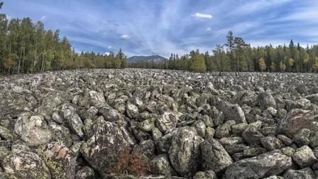 """俄罗斯""""石头河""""没有一滴水 却能传出流水声"""