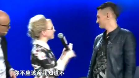 男嘉宾参加《非诚勿扰》,偷吻女嘉宾惨遭扇耳光,好尴尬啊!