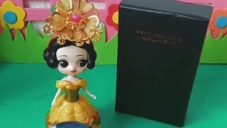 白马王子要过生日啦,白雪为他精心挑选了一件礼物,王子会喜欢吗?