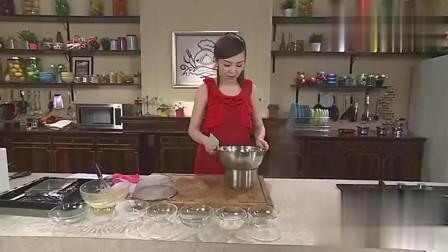 布朗尼是很多人最爱的甜点,不知道怎么制作的吧!看看甜心教主的教学。