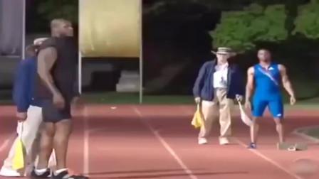 不止篮球打得好,霍华德奥尼尔4x100接力赛,没想到大鲨鱼奥尼尔能跑这么快,果然胖子都是灵活的!