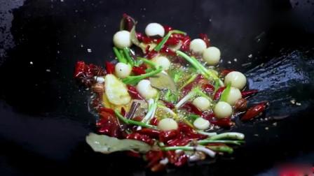 李子柒:犁田时发现有龙虾,晚上就吃蒜香麻辣龙虾