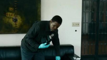 凶案清理员:男子很专业,它使用各种仪器,对现场进行测量