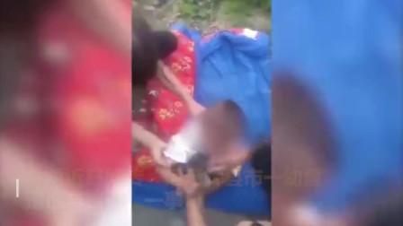 河南辉县一幼童手拿奶瓶被弃路边 福利院:脑瘫儿