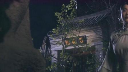 王府后院深夜传来动静,丫环好奇跑去偷看,怎料下秒被吓懵了!