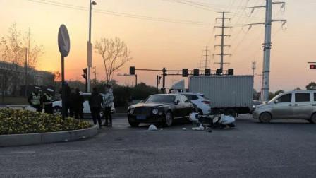 电动车闯红灯撞宾利 车损20多万还要负全责