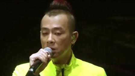 17年前周杰伦特意为陈小春谱写的《我爱的人》,横扫多项金曲奖!