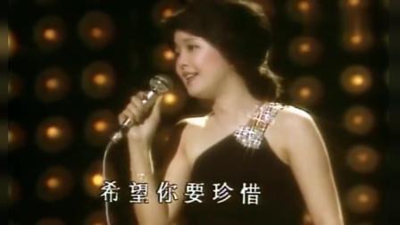 23岁时的邓丽君演唱《再见我的爱人》泪洒当场,被这声音俘虏了