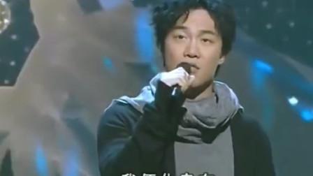 2007年劲歌金曲,陈奕迅获奖献唱《富士山下》那时的歌神好年轻啊