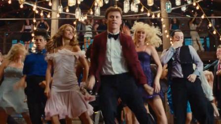 浑身是劲:众人参加舞会,动感音乐加上舞蹈,嗨翻全场!