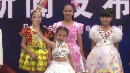 小美女深圳欢乐谷表演精彩魔术 太厉害了
