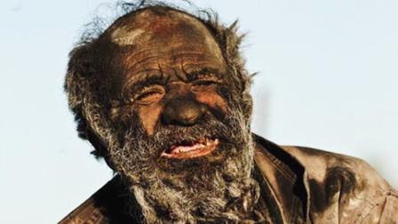 世界上最脏的人,为了妻子60年不洗澡,打破世界纪录