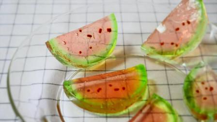 西瓜明胶大家吃过吗?小哥亲自动手制作,就是不知道味道如何