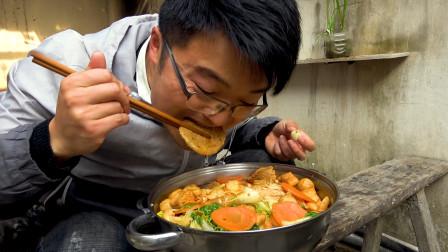 牛油火锅做低,大sao用所有食材做一锅冒菜,还是面条吃得踏实